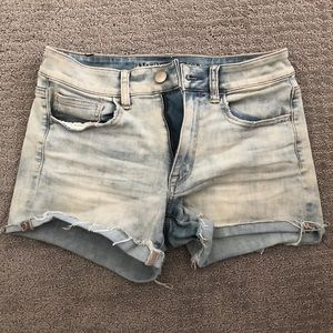 High-waisted American Eagle shorts
